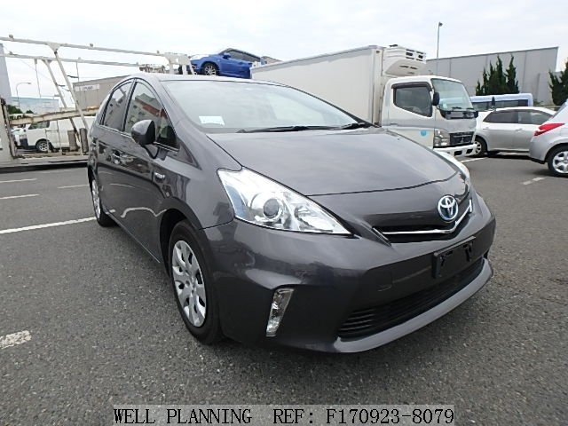 Used TOYOTA Prius ALPHA Hatchback 2013